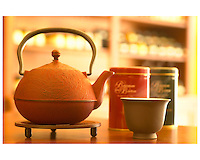 July 2002, Montreal, Quebec, Canada..A traditional Chinse Tea Pot and cup,. in a Montreal Tea store....Licensed for use in the Montreal Guide ONLY. .Mandatory Credit: Photo by Pierre Roussel- Images Distribution. (©) Copyright 2002 by Pierre Roussel ..NOTE  Nikon D-1 jpeg opened with Qimage icc profile, saved in Adobe 1998 RGB...