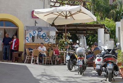 ITA, Italien, Sizilien, Liparischen Inseln, Insel Salina, Rinella: Cafe, Bar, Einheimische und Touristen | ITA, Italy, Sicily, Aeolian Islands or Lipari Islands, island Salina, Rinella: cafe, bar, locals and tourists