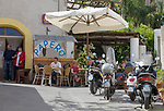 ITA, Italien, Sizilien, Liparischen Inseln, Insel Salina, Rinella: Cafe, Bar, Einheimische und Touristen | ITA, Italy, Sicily, Aeolian Islands or Lipari Islands, island Salina, Rinella: cafe, bar, locals and tourists