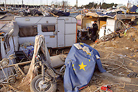 - Rumanian nomads camp of Triboniano street, at north periphery of Milan....- campo di nomadi Rom romeni di via Triboniano, alla periferia nord di Milano