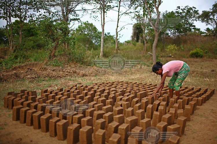 27 year old Niluka Thilaka Rathna making bricks in Ihala Kanhidighma. The business was started with a loan from the International Fund for Agricultural Development (IFAD).