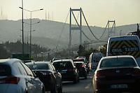 TURKEY Istanbul, crossing Bosporus bridge from Europe to Asia / TUERKEI Istanbul, Bosporus Bruecke, Verbindung zwischen Europa und Asien