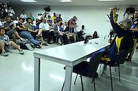 BARRANQUILLA - COLOMBIA -10-06-2013: Jose Pekerman técnico  de la Selección Colombia durante rueda de prensa  en Barranquilla, Colombia, junio 10 de 2013. Colombia se prepara para el próximo partido contra Perú para la calificificacion a la Copa Mundo FIFA 2014 Brasil. (Foto: VizzorImage / Luis Ramirez / Staff.). Jose Pekerman coach of Colombia Team speaks during a press conference in Barranquilla, Colombia, June 10, 2013.Colombia preparing for the next game against Peru for the qualifier to 2014 FIFA World Cup Brazil. (Photo: VizzorImage / Luis Ramirez / Staff.)