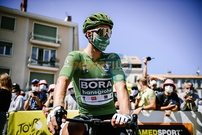 Green Jersey Peter Sagan (SVK) Bora-Hansgrohe at sign on before the start of Stage 4 of Tour de France 2020, running 160.5km from Sisteron to Orcieres-Merlette, France. 1st September 2020.<br /> Picture: ASO/Pauline Ballet | Cyclefile<br /> All photos usage must carry mandatory copyright credit (© Cyclefile | ASO/Pauline Ballet)
