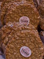 Schüttelbrot in Bäckerei Tauber, Algund bei Meran, Region Südtirol-Bolzano, Italien, Europa<br /> Schüttelbrot in bakery Tauber, Lagundo near Merano, Region South Tyrol-Bolzano, Italy, Europe