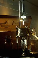 Spanien, Kanarische Inseln, Lanzarote, Labor im Weingut El Grifo bei La Geria