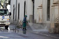 Campinas (SP), 19/07/2021 - Cidade - Funcionários da prefeitura de Campinas (SP), fizeram nesta segunda-feira (19) higienização nas ruas do centro.
