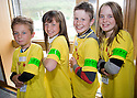09/06/2010   Copyright  Pic : James Stewart.014_msp_presentation  .::  HELIX PROJECT ::  KIDS FROM THE GREEN TEAM SHOW OFF THEIR GREEN DOG WALKING ARM BANDS   ::.