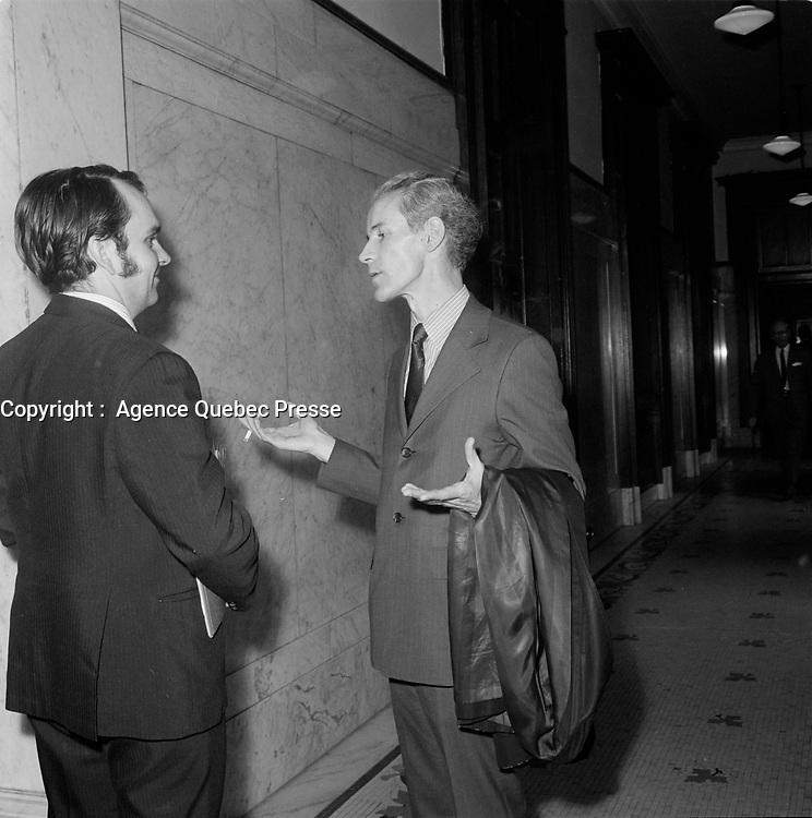 Les politiciens Pierre Laporte et Jean-Noel Tremblay a l'assemblee nationale, le 26 juin 1960, Quebec.<br /> <br /> PHOTO :  Agence Quebec Presse