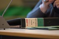 Sitzung des Ausschuss fuer Gesundheit, Pflege und Gleichstellung des Berliner Abgeordnetenhaus am Montag den 4. Mai 2020.<br /> Im Bild: Ein Aktenordner mit Ausschussunterlagen.<br /> 4.5.2020, Berlin<br /> Copyright: Christian-Ditsch.de<br /> [NUR FUER REDAKTIONELLE ZWECKE! Werbung nur auf Anfrage beim Fotografen. Inhaltsveraendernde Manipulation des Fotos nur nach ausdruecklicher Genehmigung des Fotografen. Vereinbarungen ueber Abtretung von Persoenlichkeitsrechten/Model Release der abgebildeten Person/Personen liegen nicht vor. NO MODEL RELEASE! Don't publish without copyright Christian-Ditsch.de, Veroeffentlichung nur mit Fotografennennung, sowie gegen Honorar, MwSt. und Beleg. Konto: I N G - D i B a, IBAN DE58500105175400192269, BIC INGDDEFFXXX, Kontakt: post@christian-ditsch.de<br /> Bei der Bearbeitung der Dateiinformationen darf die Urheberkennzeichnung in den EXIF- und  IPTC-Daten nicht entfernt werden, diese sind in digitalen Medien nach §95c UrhG rechtlich geschuetzt. Der Urhebervermerk wird gemaess §13 UrhG verlangt.]