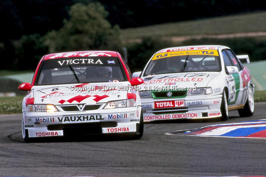 1997 British Touring Car Championship. #8 John Cleland (GBR). Vauxhall Sport. Vauxhall Vectra.