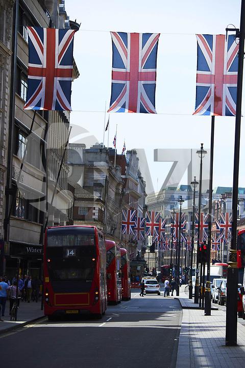 WINDSOR, REINO UNIDO, 18.05.2018 - CASAMENTO-REAL - Cidade é decorada com bandeiras para o casamento real entre  Principe Harry e Meghan Markle' é visto nas ruas da cidade de Windsor no Reino Unido na semana do casamento. (Foto: PPE/Brazil Photo Press)
