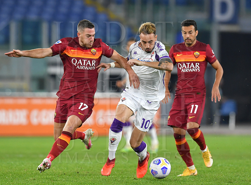 Football, Serie A: AS Roma - Fiorentina, Olympic stadium, Rome, November 1, 2020. <br /> Fiorentina Gaetano Castrlovilli (c) in action with Roma's Jordan Veretout (l) and Pedro Rodriguez (r) during the Italian Serie A football match between Roma and Fiorentina at Olympic stadium in Rome, on November 1, 2020. <br /> UPDATE IMAGES PRESS/Isabella Bonotto