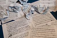 """Beethoven-Ausstellung """"Diesen Kuss der ganzen Welt!"""" in der Staatsbibliothek zu Berlin.<br /> Im Haus Unter den Linden wird eine der weltweit bedeutendsten Sammlungen von Notenhandschriften Ludwig van Beethovens und Autographen vom 11. Maerz bis 30. April 2020 gezeigt.<br /> Im Bild: Ein Teil von Beethovens """"Studierzimmer"""" als Ausstellungsteil.<br /> 10.3.2020, Berlin<br /> Copyright: Christian-Ditsch.de<br /> [NUR FUER REDAKTIONELLE ZWECKE! Werbung nur auf Anfrage beim Fotografen. Inhaltsveraendernde Manipulation des Fotos nur nach ausdruecklicher Genehmigung des Fotografen. Vereinbarungen ueber Abtretung von Persoenlichkeitsrechten/Model Release der abgebildeten Person/Personen liegen nicht vor. NO MODEL RELEASE! Don't publish without copyright Christian-Ditsch.de, Veroeffentlichung nur mit Fotografennennung, sowie gegen Honorar, MwSt. und Beleg. Konto: I N G - D i B a, IBAN DE58500105175400192269, BIC INGDDEFFXXX, Kontakt: post@christian-ditsch.de<br /> Bei der Bearbeitung der Dateiinformationen darf die Urheberkennzeichnung in den EXIF- und  IPTC-Daten nicht entfernt werden, diese sind in digitalen Medien nach §95c UrhG rechtlich geschuetzt. Der Urhebervermerk wird gemaess §13 UrhG verlangt.]"""