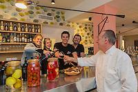 Europe/France/Bretagne/56/Morbihan/Lorient: Restaurant - Bar à Tapas: Le Palo Alto Les fils Abadie et leur père [Non destiné à un usage publicitaire - Not intended for an advertising use]