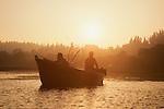 Columbia River, salmon fishermen at dawn, Lewis River confluence, WWRP site, Washington State, Pacific Northwest, USA,