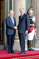 Le president Portugais M.JORGE SAMPAIO est recu par le president FranÁais Jacques CHIRAC au Palaids de L Elysees #