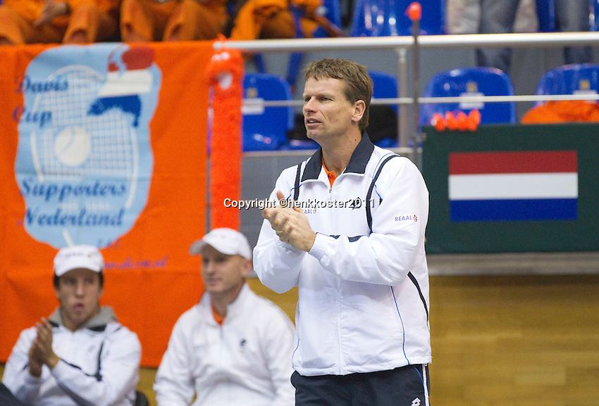05-03-11, Tennis, Oekraine, Kharkov, Daviscup, Oekraine - Netherlands, captain Jan Siemerink moedigd aan