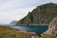 Lofoten, Blick auf Küstenfelsen und das Meer, Norwegen, Skandinavien