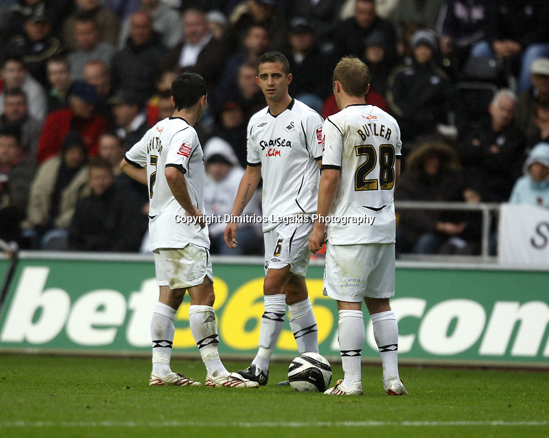 Pictured: (L-R) Leon Britton, Ferrie Bodde and Thomas Butler of Swansea City in action <br /> Re: Coca Cola Championship, Swansea City Football Club v Southampton at the Liberty Stadium, Swansea, south Wales 25 October 2008.<br /> Picture by Dimitrios Legakis Photography, Swansea, 07815441513