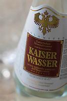 "urope/Italie/Trentin Haut-Adige/Dolomites/Alta Badia/ San Cassiano: Restaurant St Hubertus à l'Hotel Rosa Alpina l'eau minérale de l'Empereur ""Kaiser Wasser""entre Italie et Autriche"