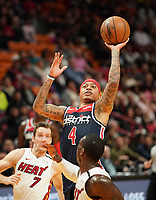 Isaiah Thomas (G, Washington Wizards, #4) setzt sich durch - 22.01.2020: Miami Heat vs. Washington Wizards, American Airlines Arena