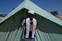 Tunisie RasDjir Camp UNHCR de refugies libyens a la frontiere entre Tunisie et Libye ....Tunisia Rasdjir UNHCR refugees camp  Tunisian and Libyan border  Campo profughi alla frontiera libica<br /> Maglia Juventus