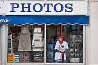 Europe/France/Aquitaine/64/Pyrénées-Atlantiques/Pays-Basque/Biarritz: Boutique de souvenirs touristiques à la Plage du Port VIeux