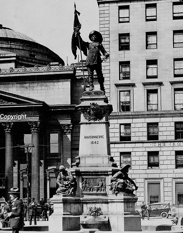 Place D'armes; Montreal; where a monument has been raised to Maisonneuve; on the spot where with his own hand he slew the chief of the Indian band which opposed his settlement, 1925<br /> <br /> PHOTO : Toronto Star Archives - AQP