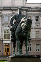 Denkmal ZarAlexander III vor Marmorpalais, St. Petersburg, Russland, UNESCO-Weltkulturerbe