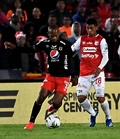BOGOTA-COLOMBIA, 21-02-2020: Edwin Herrera de Independiente Santa Fe y Edwin Velasco de America de Cali disputan el balon durante partido de la fecha 6 entre Independiente Santa Fe y America de Cali, por la Liga BetPLay DIMAYOR I 2020, en el estadio Nemesio Camacho El Campin de la ciudad de Bogota. / Edwin Herrera of Independiente Santa Fe and Edwin Velasco of America de Cali vie for the ball during a match of the 6th date between Independiente Santa Fe and America de Cali, for the BetPlay DIMAYOR I Leguaje 2020 at the Nemesio Camacho El Campin Stadium in Bogota city. / Photo: VizzorImage / Luis Ramirez / Staff.