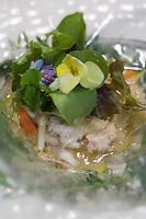 """Europe/France/Languedoc-Roussillon/30/Gard/Nîmes-Garons:  Compotée de lapereau  et petits légumes recette de Michel Kayser chef du restaurant """"Alexandre"""""""