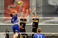 24-04-2021: Volleybal: Amysoft Lycurgus v Draisma Dynamo: Groningen /l9 legt aan voor een smash