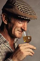 Europe, Great Britain, Whisky Production, Glenfiddich Distillery, quality control, nosing, sample,- <br /> <br /> Europa, Grossbritannien, Single Malt Whisky, warehouse, nosing glass, Schottland, Whiskey-Produktion, Glenfiddich-Destillerie, Qualitaetskontrolle, mit der Nase die Qualitaet kontrollieren, Whiskyprobe, Fasslager, Whiskyproduktion.15.08.2007. _41.32_MByte.  (Bildtechnik: sRGB, 41.32 MByte vorhanden)