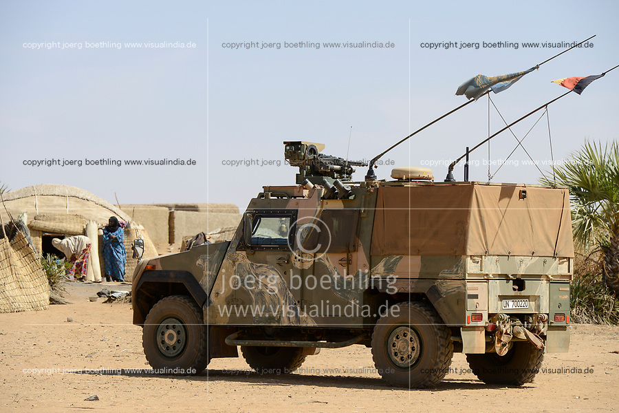 MALI, Gao, Minusma UN peace keeping mission, Camp Castor, german army Bundeswehr, patrol with Eagle Mowag armored vehicle with machine gun / Patrouille im Dorf BAGOUNDJÉ