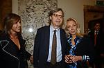 """FLAMINIA ORSINI CON VITTORIO SGARBI E ANTONELLA RODRIGUEZ<br /> VERNISSAGE """"ROMA 2006 10 ARTISTI DELLA GALLERIA FOTOGRAFIA ITALIANA"""" AUDITORIUM DELLA CONCILIAZIONE ROMA 2006"""