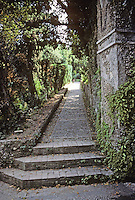 Tivoli: Villa D'Este--steps ascending to villa. Photo '83.