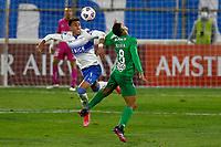 SANTIAGO DE CHILE - CHILE, 26-05-2021: Valvert Huerta de Universidad Catolica (CHL) y Brayan Rovira de Atletico Nacional (COL), luchan por el balon durante partido del grupo F, fecha 6 entre Universidad Catolica (CHL) y Atletico Nacional (COL) por la Copa CONMEBOL Libertadores 2021 en el Estadio San Carlos de Apoquindo de la ciudad de Santiago de Chile. / Valvert Huerta of Universidad Catolica (CHL) and Brayan Rovira of Atletico Nacional (COL), fight for the ball during a match of the group F, 6th date beween Universidad Catolica (CHL) and Atletico Nacional (COL) for the CONMEBOL Libertadores Cup 2021 at the San Carlos de Apoquindo Stadium, in Santiago de Chile city. / Photo: VizzorImage / Photosport / Marcelo Hernandez / Cont.