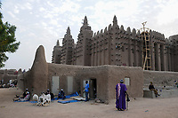 MALI, Djenne , Grand Mosque built from clay is a UNESCO world heritage site / MALI, Djenne , Grosse Moschee gebaut aus Lehm ist UNESCO Weltkulturerbe