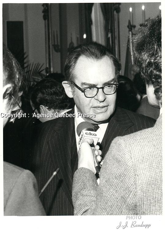 Le Ministre canadien de l'industrie et commerce Herb Grey assiste a la presentation du 32ieme gouvernement<br /> le 3 mars 1980, au Parlement a Ottawa.<br /> <br /> PHOTO :  Agence Quebec Presse
