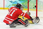 Adam Dixon, Vancouver 2010 - Para Ice Hockey // Para-hockey sure glace.<br /> Team Canada plays against Sweden in Para Ice Hockey action // Équipe Canada joue contre la Suède dans un match de para-hockey sur glace. 14/03/2010.