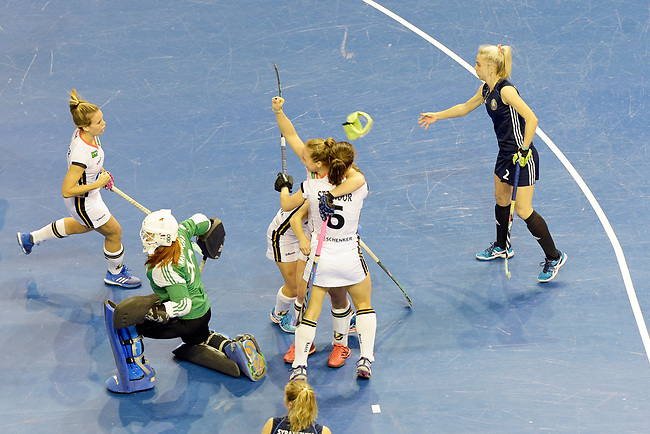 Berlin, Germany, February 10: During the FIH Indoor Hockey World Cup semi-final match between Belarus (dark blue) and Germany (white) on February 10, 2018 at Max-Schmeling-Halle in Berlin, Germany. Final score 2-3. (Photo by Dirk Markgraf / www.265-images.com) *** Local caption *** Nike LORENZ #4 of Germany, Lisa ALTENBURG #18 of Germany, Luisa STEINDOR #6 of Germany