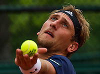 Paris, France, 24 June, 2016, Tennis, Roland Garros,  Thiemo de Bakker (NED) serving<br /> Photo: Henk Koster/tennisimages.com