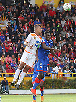 PASTO - COLOMBIA, 30-01-2019: Andrey Estupiñan del Deportivo Pasto disputa un balón con Jairo Palomino de Envigado FC durante partido por la fecha 2 de la Liga Águila I 2019 jugado en el estadio Municipal de Ipiales. / Andrey Estupiñanof Deportivo Pasto vies for the ball with Jairo Palomino of Envigado FC during match for the date 2 of the Aguila League I 2019 played at Municipal de Ipiales stadium. Photo: VizzorImage / Leonardo Castro / Cont