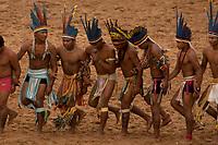 XI Jogos dos Povos Indígenas -  Indios Parecis apresentam sua dança. <br /> O evento, que acontece entre os dias 5 e 12 de novembro, tem como sede o município tocantinense de Porto Nacional, que fica a cerca de 60km da capital, Palmas. São sete dias de competições e apresentações culturais, com a participação de cerca de 1.300 indígenas, de aproximadamente 35 etnias, vindas de todas as regiões do país. São esperados ainda líderes e observadores indígenas de outros países (Argentina, Austrália, Bolívia, Canadá, Equador, EUA, Guiana Francesa, Peru e Venezuela). <br /> Foto Paulo Santos<br /> 08/11/2011<br /> Ilha de Porto Real, Porto Nacional, Brasil