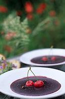 """Europe/France/Languedoc-Roussillon/66/Pyrénées-Orientales/Maureillas: Crème aux cerises de Vallespir d'après une recette du XIVèe siècle à la ferme-auberge """"Belladona"""" -Stylisme Valérie Lhomme"""