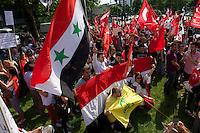 Bis zu 6.000 Menschen demonstrierten am Samstag den 8. Juni 2013 in Berlin gegen den tuerkischen Ministerpraesidenten Erdogan und die Regierungspartei AKP. Sie solidarisierten sich mit den Menschen, die in der Tuerkei seit Ende Mai fuer mehr Demokratie und gegen die Regierung demonstrieren.<br />Im Bild: Auch Anhaenger des syrischen Praesidenten Assad beteiligten sich an den Protesten. Unter Ihnen auch Sympathiesanten des Hisbollah.<br />8.6.2013, Berlin<br />Copyright: Christian-Ditsch.de<br />[Inhaltsveraendernde Manipulation des Fotos nur nach ausdruecklicher Genehmigung des Fotografen. Vereinbarungen ueber Abtretung von Persoenlichkeitsrechten/Model Release der abgebildeten Person/Personen liegen nicht vor. NO MODEL RELEASE! Don't publish without copyright Christian-Ditsch.de, Veroeffentlichung nur mit Fotografennennung, sowie gegen Honorar, MwSt. und Beleg. Konto:, I N G - D i B a, IBAN DE58500105175400192269, BIC INGDDEFFXXX, Kontakt: post@christian-ditsch.de<br />Urhebervermerk wird gemaess Paragraph 13 UHG verlangt.]