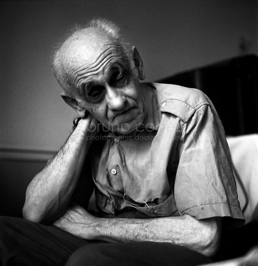 """ROMANIA, Bucharest, June 2003..Victor Eschenazy is resident at the retirement home of the Jewish community of Bucharest. He had to resign to end his life here after an accident left him paraplegic..ROUMANIE, Bucarest, Juin 2003..Documentaire """"Les Juifs de Roumanie"""" - 2001/2003.Victor Eschenazy est pensionnaire de la maison de retraite de la communauté juive de Bucarest. Il a du se résigner à finir sa vie ici après qu'un accident l'a laissé hémiplégique..© Bruno Cogez / 06 32 08 52 25 / cogez@estost.fr.© Bruno Cogez"""