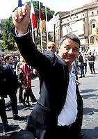 Il Presidente del Consiglio Matteo Renzi saluta alcuni sostenitori al termine della parata militare per la Festa della Repubblica, a Roma, 2 giugno 2014.<br /> Italian Premier Matteo Renzi greets supporters at the end of the military parade on the occasion of the Republic Day in Rome, 2 June 2014.<br /> UPDATE IMAGES PRESS/Riccardo De Luca