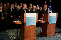 Travis Engen, President et Chef de la Direction, ALCAN (Gauche)<br /> Paul Martin, Premier Ministre du Canada (Droite) et<br /> <br /> Stephane Dion, Ministre de l'environement , canada<br /> Photo : (c) 2005 Pierre Roussel